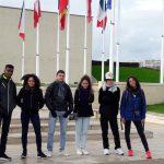 Devant le Mémorial de Caen